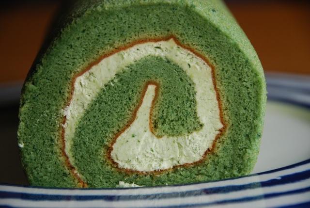 oku yomogi rollcake © tokyo food file