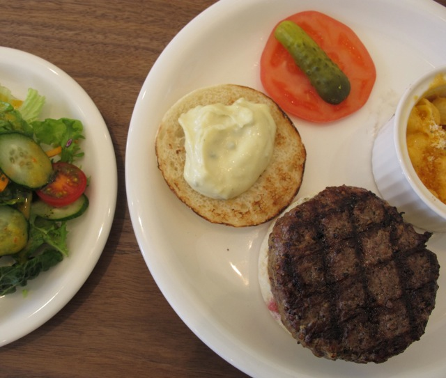martiniburger burger3 © Tokyo Food File