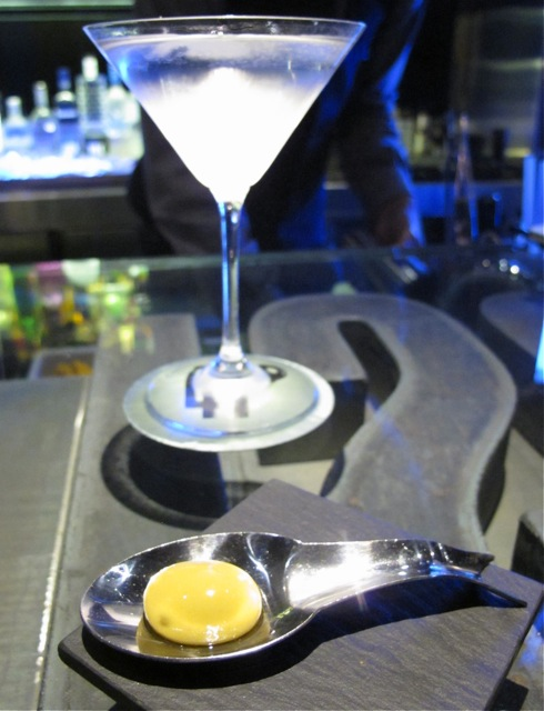 41 degrees martini+olive  (C) Tokyo Food FIle2