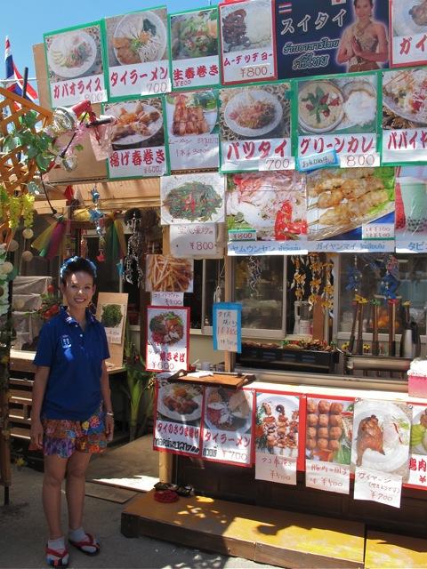 little thailand waitress (C) Tokyo Food File