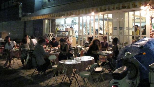 da Isa sidewalk1 (C) Tokyo Food File