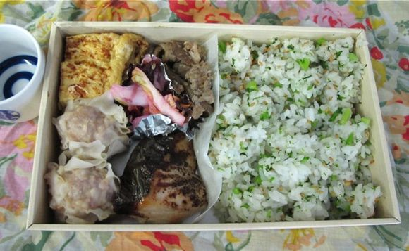 nakamura hanami bento © Tokyo Food File