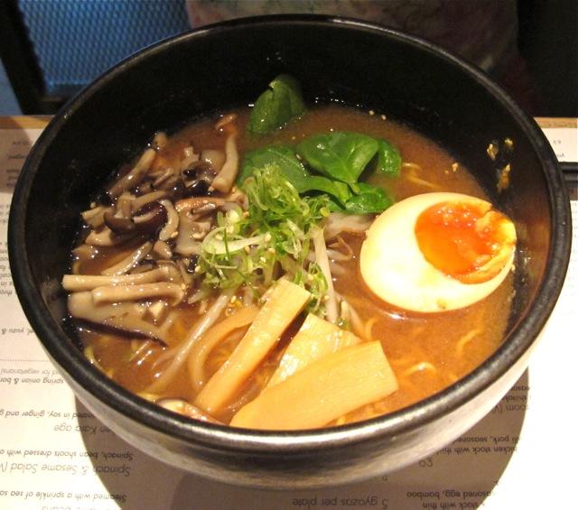 Tonkotsu miso ramen © Tokyo Food File
