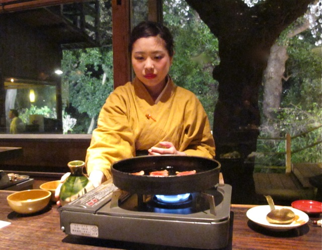Innsyoutei sukiyaki1 © Tokyo Food File