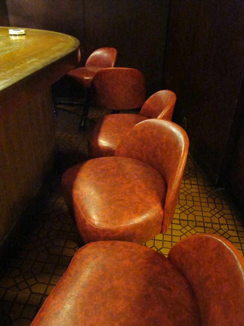 l'ambre bar stools © Tokyo Food File