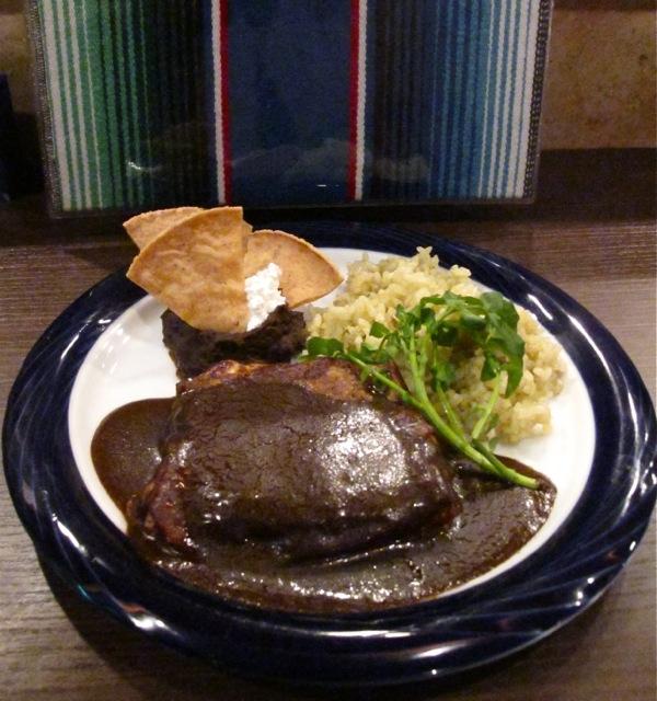 abrazo mole negro © Tokyo Food File