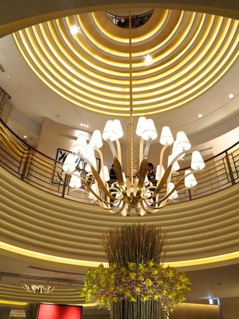 L'Osier chandelier 2 ©Tokyo Food File