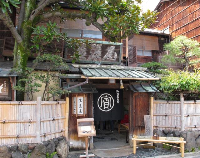 Owariya outside © Tokyo Food File