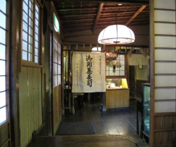 Owariya hallway © Tokyo Food File