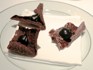 Garance @ Girandole olive crisps © Tokyo Food File