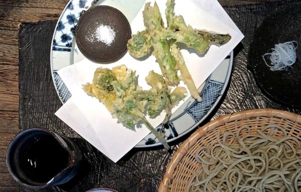 Narutomi sansai tempura soba © Tokyo Food File