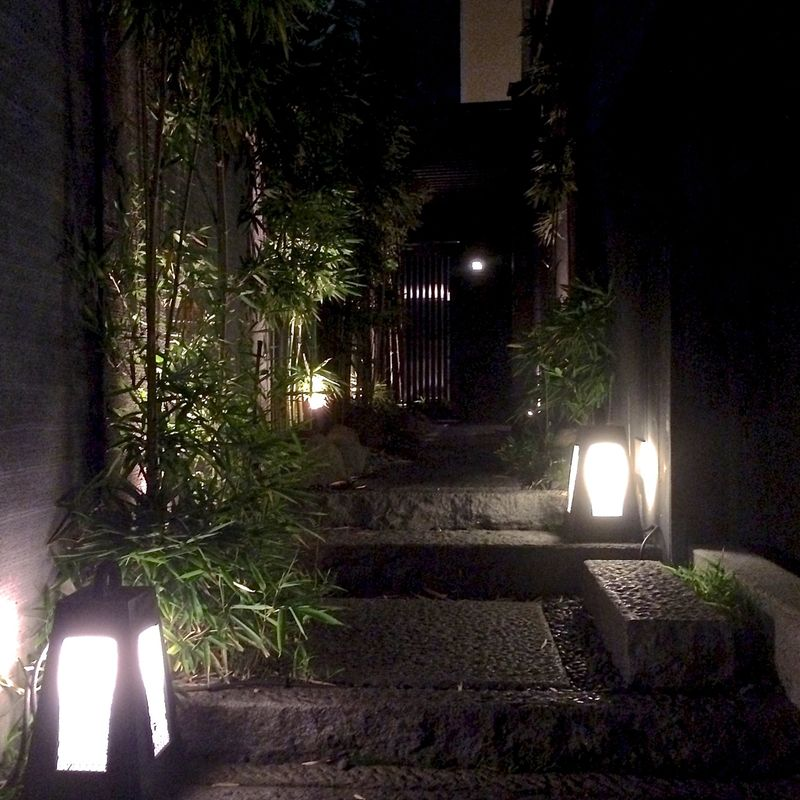 Kamiyama - entrance night © Tokyo Food File